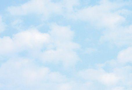 Bleu ciel - Papier peint nuages blancs et doux comme du coton