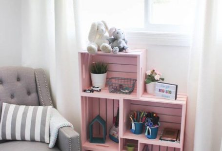 Wow! Amazing crate bookshelf idea! Use wooden crates and spray paint in a unique way to make some beautiful home decor for your child