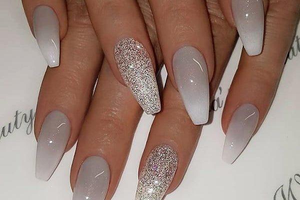 ✨ Grau zu Weiß Ombre und Glitter auf Sargnägeln ? • ? Nail Artist b ...