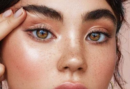 Lovely Natural Makeup Look With Simple Glow #simplenaturalmakeup explore Pinterest