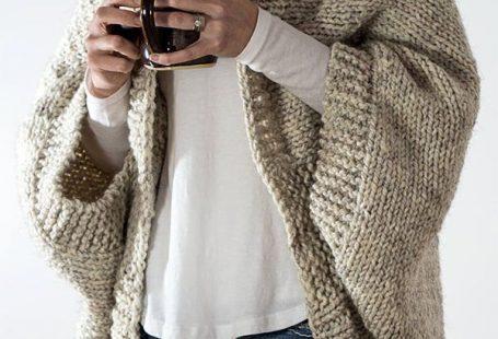 Modèle de tricotage pour Cardigan 18 heures facile - Le cardigan Cocoon se tricote en 1 ...  #bulkyyarncrochetsweaterpatterns #cardigan #cocoon #facile