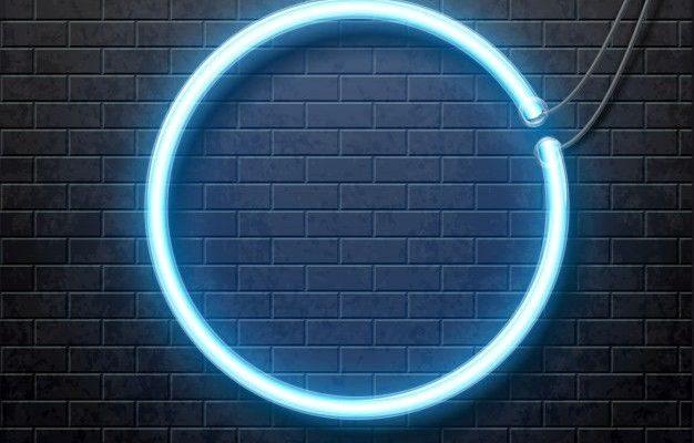 Neón círculo azul aislado en la pared de ladrillo negro Vector Premium