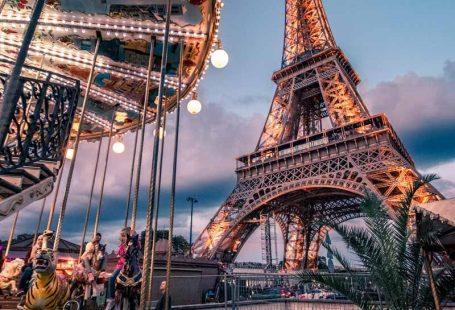Your Free Paris Travel Guide #eiffeltower 4 days in Paris - Eiffel Tower at night