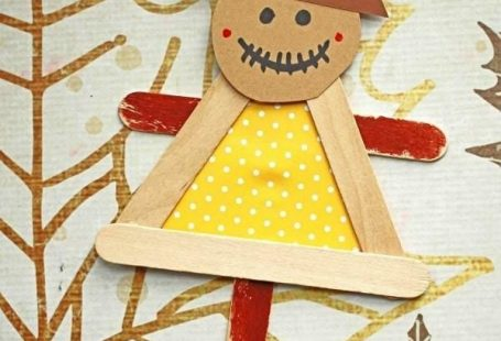 #gluedtomycrafts Craft Stick Scarecrow Puppet Friend - Kid Craft - Fall Art Project Idea  #art #Craft #Fall #Friend